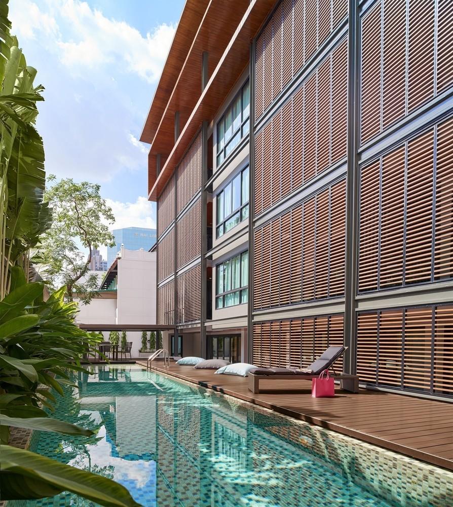 Embassy Park Apartments: Building